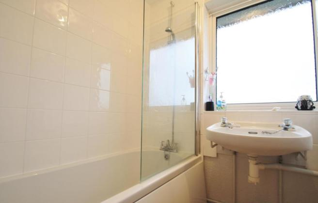Bathroom-2-bed-house-FlamsteedCrescent-Plymouth