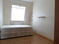 Flat to rent in Gilton Road, London