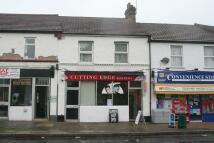 Maisonette to rent in Shepherds Lane, Dartford...