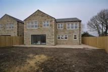 Detached property in Willowbank, 9a...