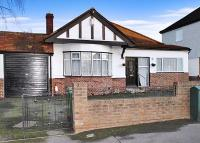 Cotleigh Avenue Detached Bungalow to rent