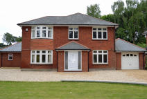 4 bedroom Detached home in Queens Park Avenue...