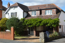 4 bedroom Detached property in Hadden Road, Queens Park...