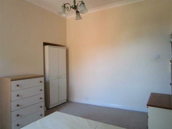 Alternate view Bedroom