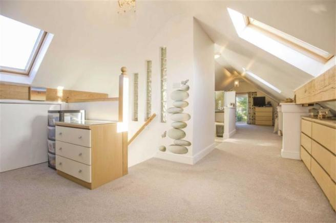 Open plan Master Bedroom Suite (incl. En suite)