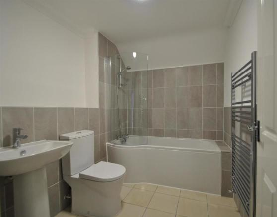 Flat 7 bathroom 1.jp