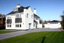 5 bed Detached home in Warren Road...