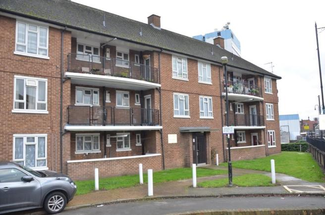 3 Bedroom Apartment For Sale In Boston Manor Road