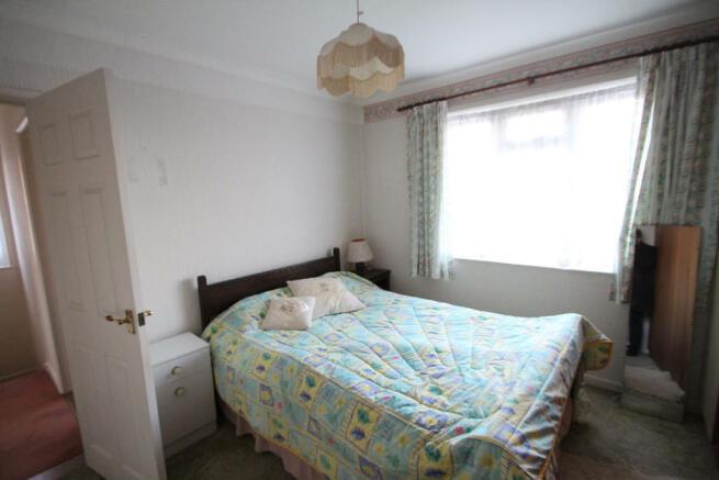 bedroom w