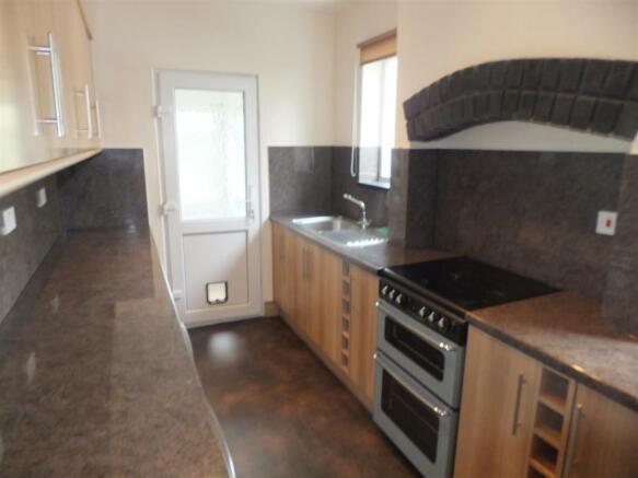 54 henley kitchen 00
