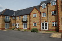 Flat in Hummer Road, Egham, TW20