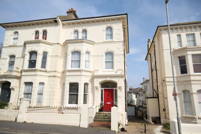 2 bedroom apartment to rent in dyke road brighton bn1 for Room to rent brighton