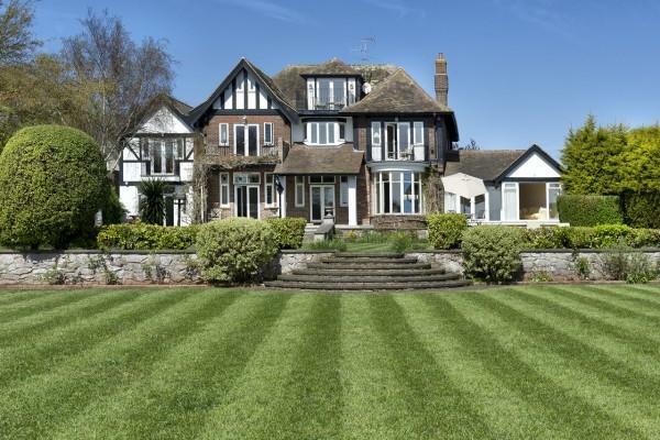 6 bedroom property for sale in Headland Road, Torquay, TQ2