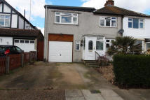 4 bed semi detached home to rent in Hood Avenue, Orpington...