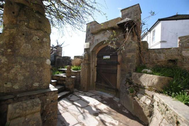 Arched gated e...