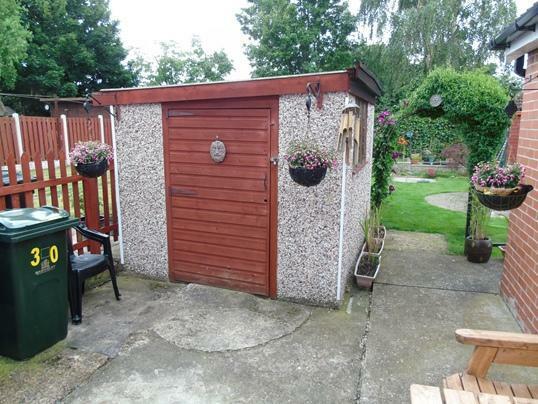 Garden - garage