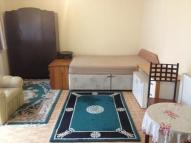 Studio flat in Hounslow, TW3