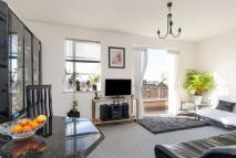 Penthouse for sale in The Watergardens, E14