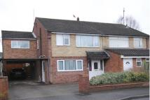 4 bed semi detached house in Farnborough