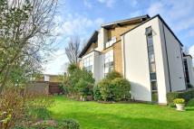 Flat to rent in Meadowcourt Road, London...