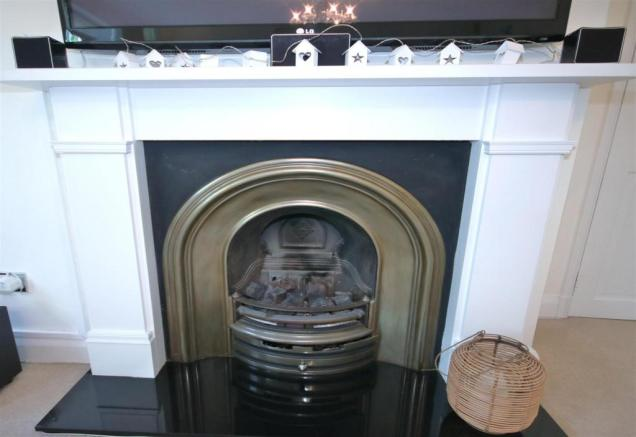 ATTRACTIVE FIREPLACE
