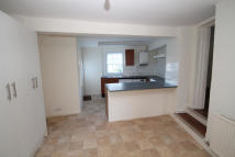 2 bedroom End of Terrace property to rent in West Street...