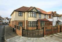 5 bedroom semi detached property in Hanworth Road...