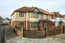 5 bedroom semi detached property in Hanworth Road...