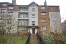 3 bedroom Flat in Waulkingmill Road...