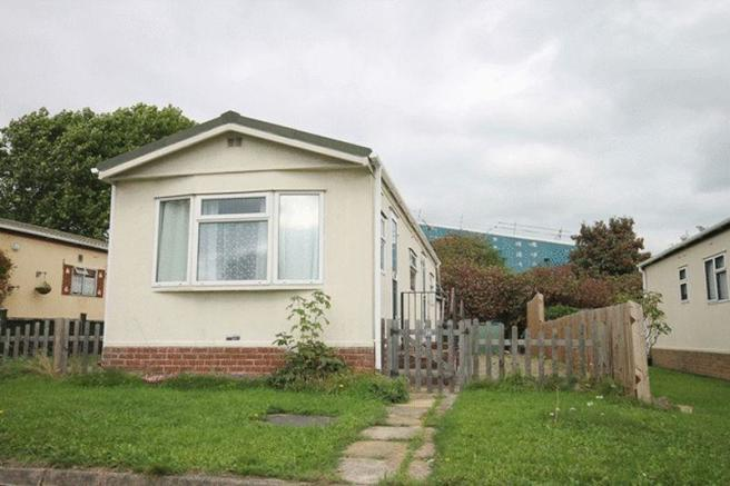 2 Bedroom Mobile Home For Sale In NAVIGATION PARK HOMES OFF