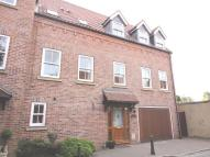 3 bedroom Town House to rent in Waltham Lane, Beverley...