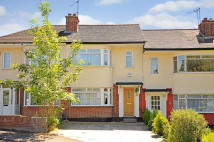 2 bedroom property in Linden Close...