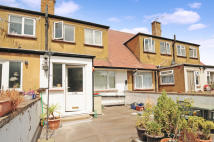 3 bedroom Flat in Whitby Road...