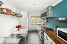 2 bed Maisonette to rent in Raymond Close, Sydenham...