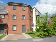Town House to rent in Queensway, Clifton...