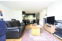 Flat in Beechdale Road, London...