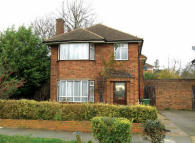 3 bedroom Detached property in Ceder Drive, Hatch End...