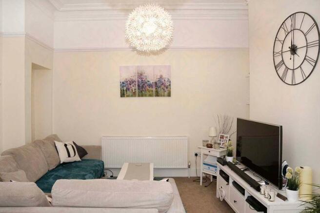 Lounge/Bedroom 1