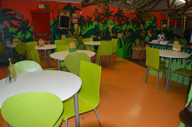 SEATING/DINING AREA
