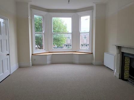 Very spacious lounge