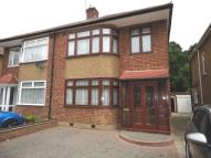 3 bed semi detached property in Hornminster Glen...