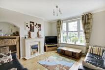 4 bedroom semi detached property to rent in Eltham Hill, Eltham SE9