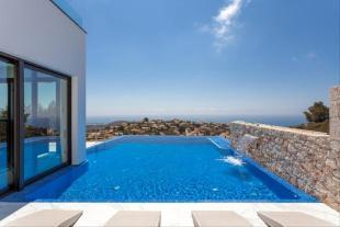 Luxury Villa in Cumbre del Sol, pool