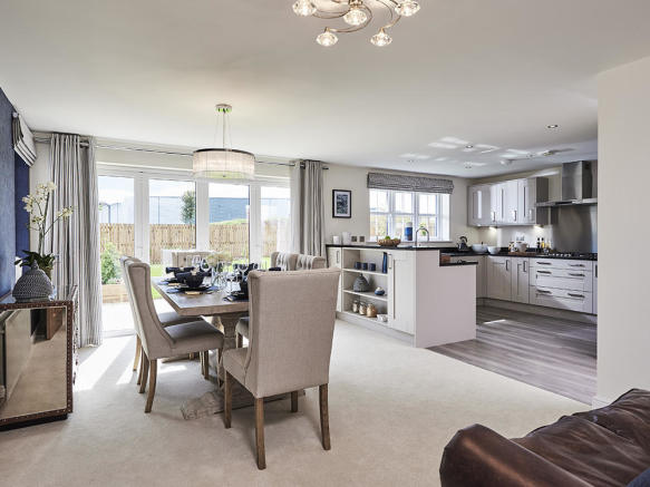 Spacious, fully integrated kitchen / dining / family room