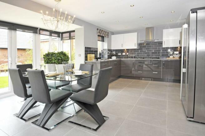 Dining kitchen with glazed bay