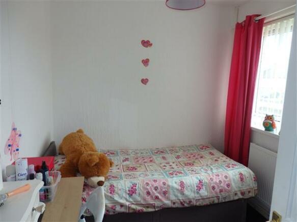 FRONT BEDROOM 3 :