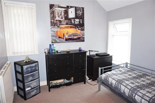 BACK BEDROOM 4 :