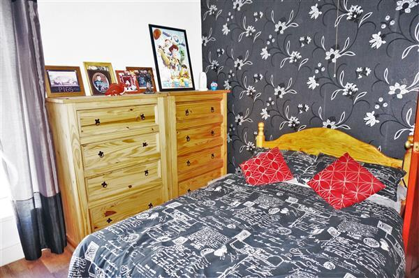 MIDDLE BEDROOM 2 :