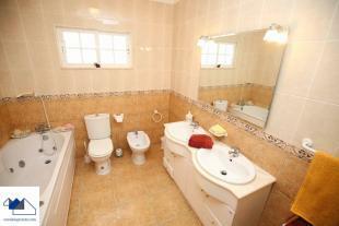 bathroom groudfloor