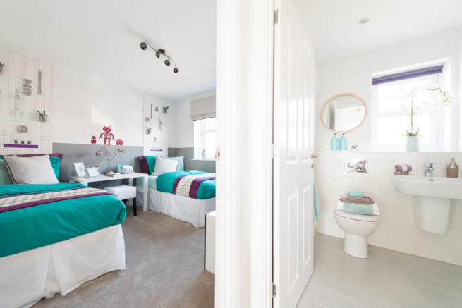 Bedroom 2/Bathroom